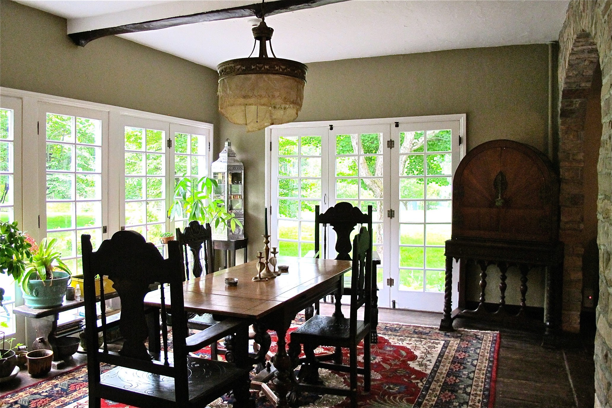 Our interior decorator specializes in antique, rustic, elegant, bohemian, vintage and eclectic decorations. We also provide staging for residential or commercial properties.